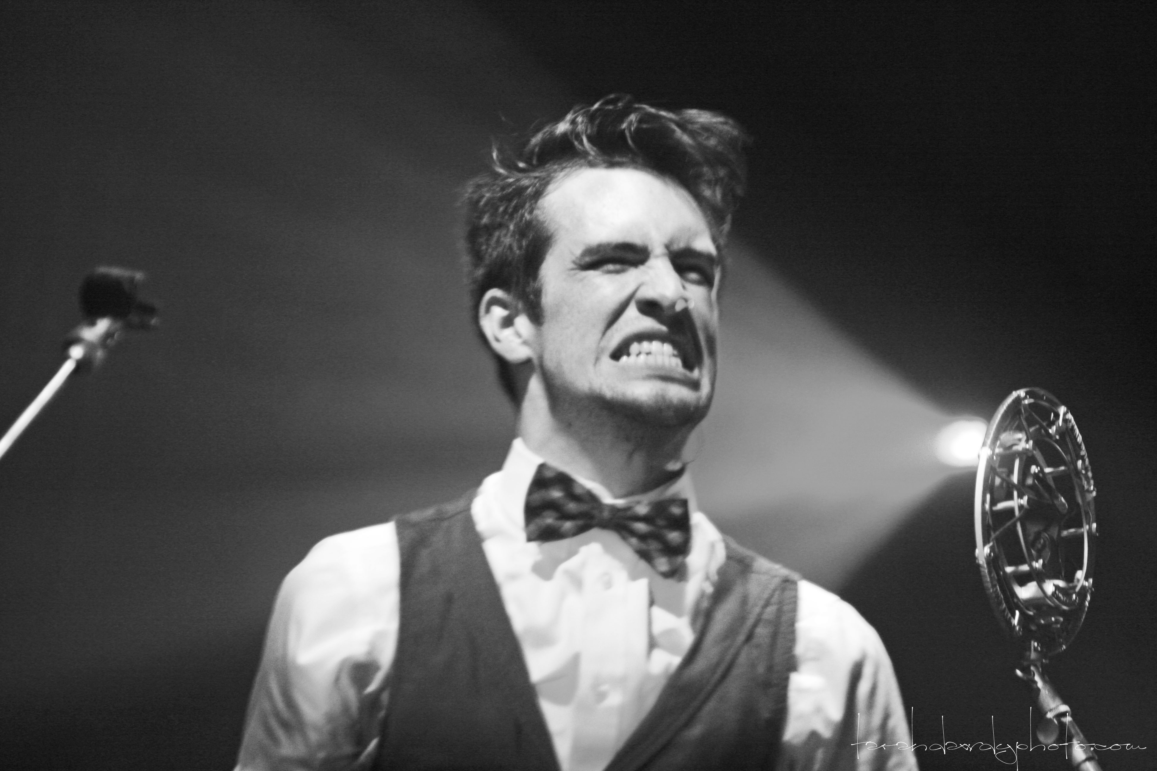 Panic At The Disco Wallpaper Quotes Brendon Urie Wallpapers Hd Pixelstalk Net