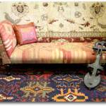 Sofá cama exótico con tapices asiáticos