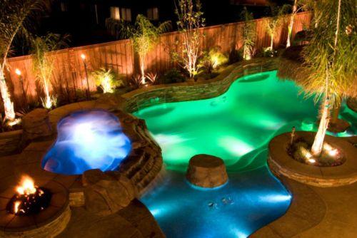piscina con luces de colores