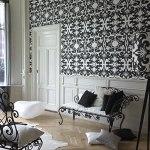 Empapelado combinado con la decoración y el mobiliario