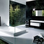 Baños minimalistas con vista a la naturaleza