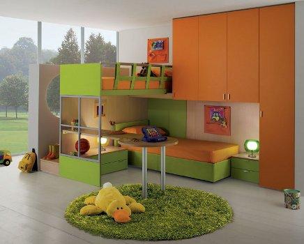 Muebles infantiles en naranja y verde