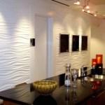 Cocina con paneles decorativos blancos texturados