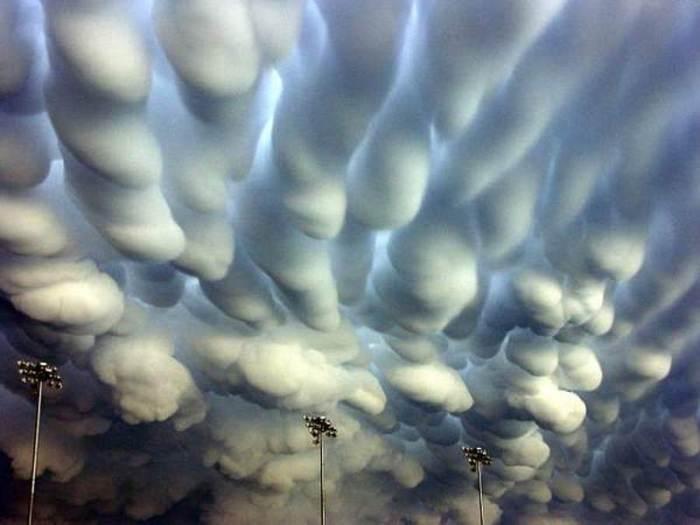 Mammatus-clouds-over-Nebraska-3