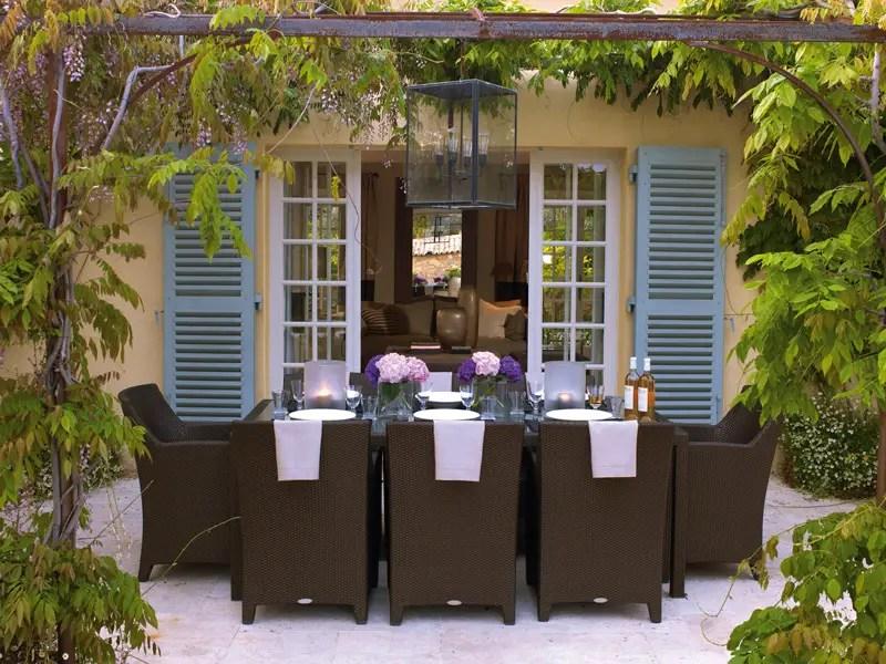 une maison d 39 invit s en provence planete deco a homes world. Black Bedroom Furniture Sets. Home Design Ideas