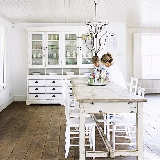 Un cottage anglais tout blanc planete deco a homes world - Style cottage anglais ...