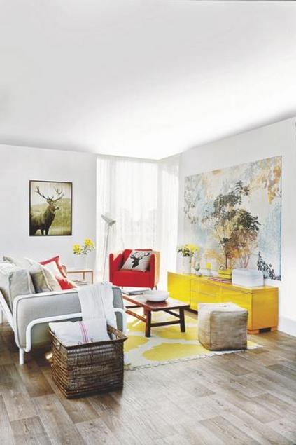 Un salon lumineux aux couleurs espagnoles planete deco a - Salon lumineux ...