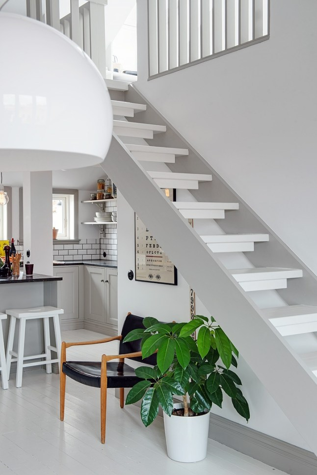 Un duplex en gris souris planete deco a homes world for Decoracion duplex escaleras