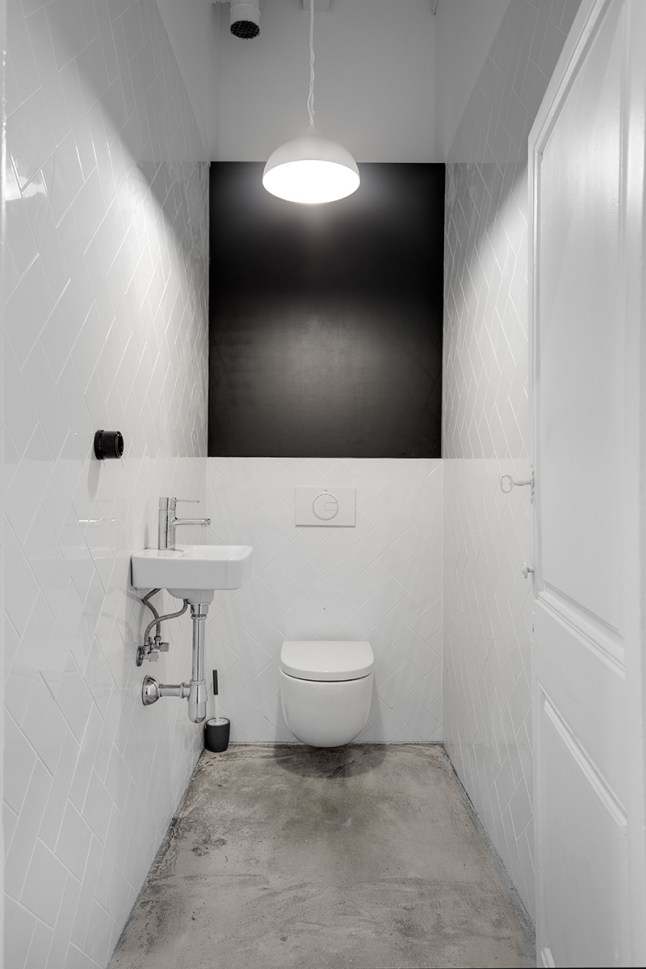 estilo industrial, blanco y negro, suelo de hormigón, baño, estilo nórdico, dekoloop