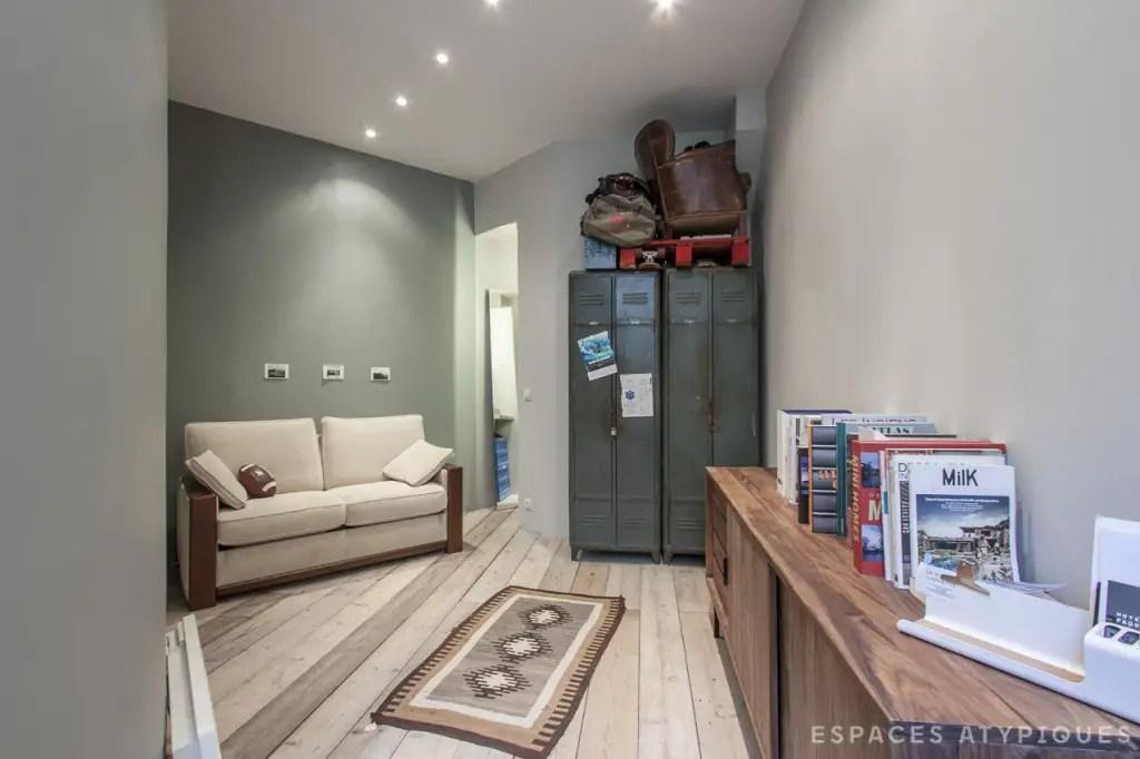 les petites surfaces du jour un mini loft paris planete deco a homes world bloglovin. Black Bedroom Furniture Sets. Home Design Ideas