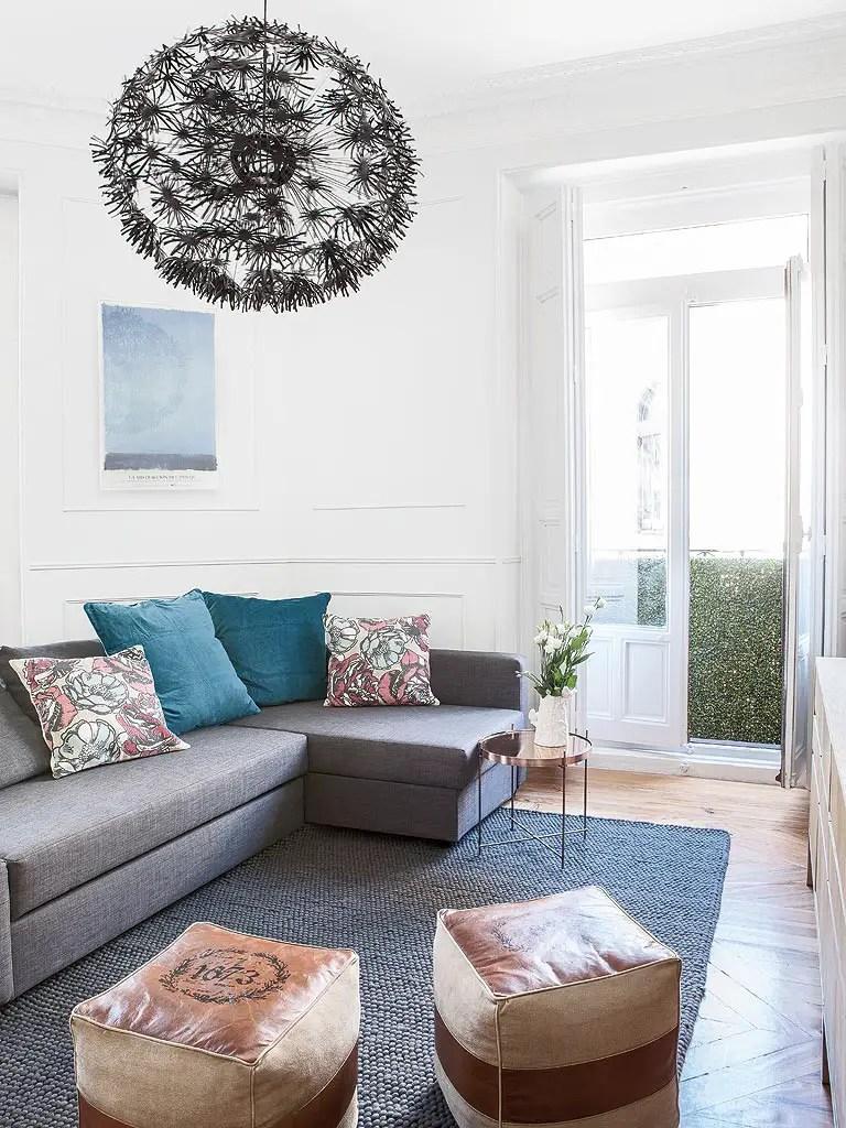 Un appartement entre vintage et classique planete deco a - Cojines decorativos para sofas ...