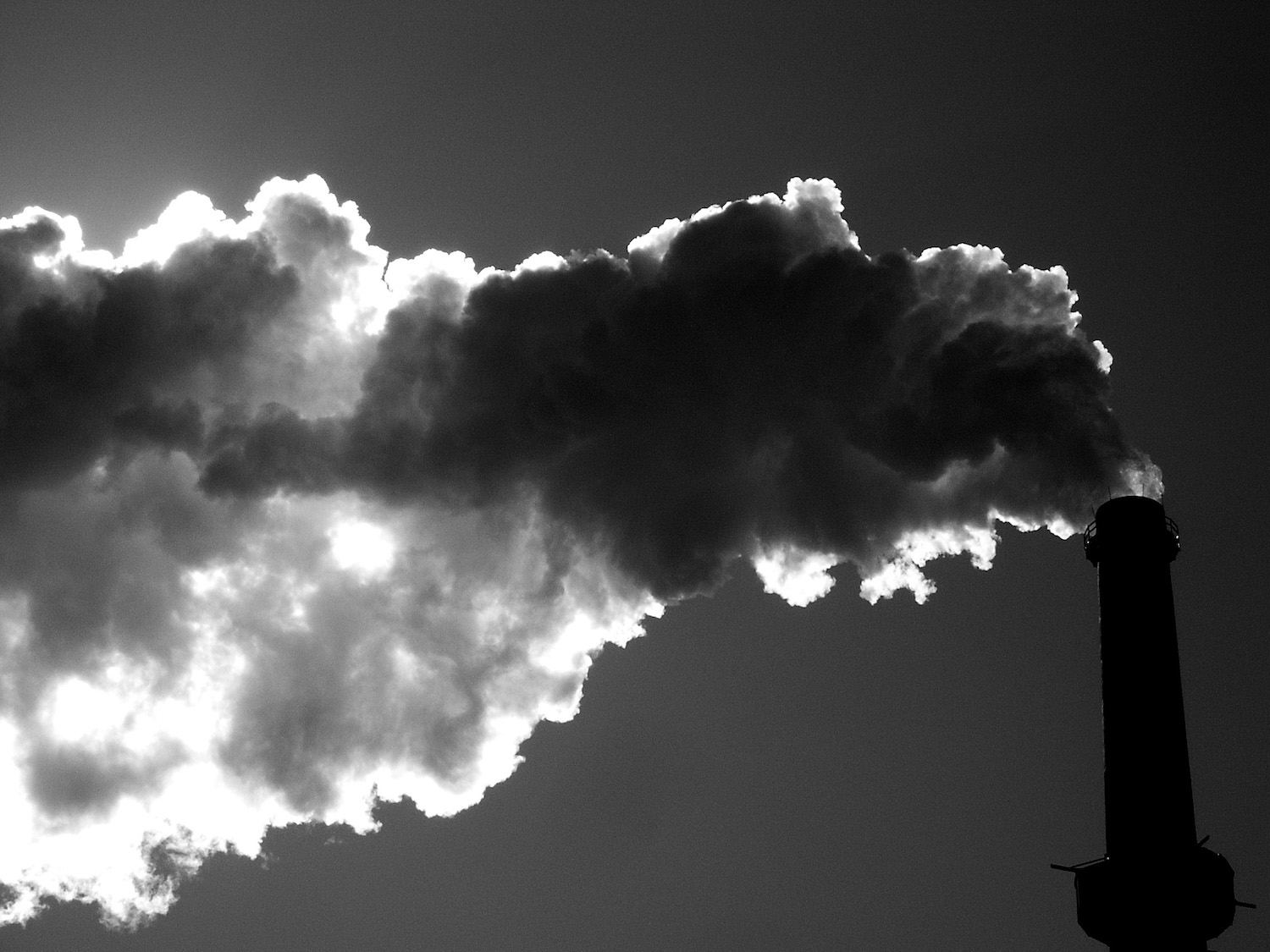 Carbon emissions from the Fisk Generating Station in Chicago, Illinois. (Photo Credit: Señor Codo / Fisk)