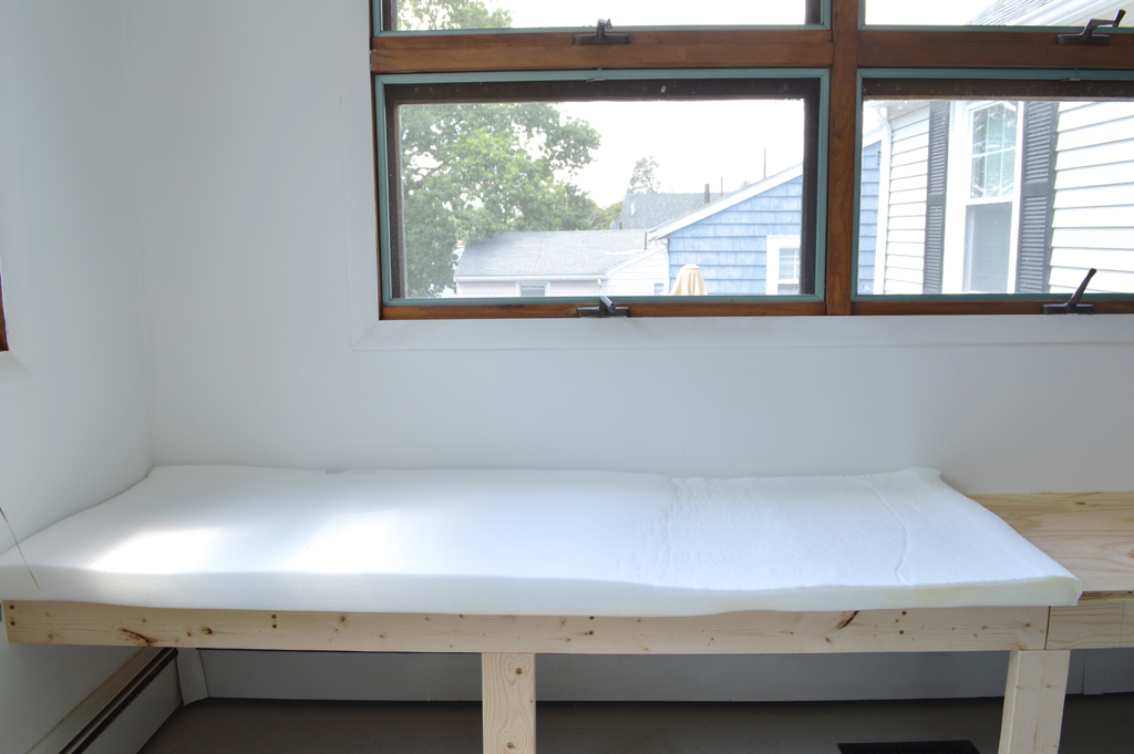 DIY bench cushion -- Plaster & DisasterDIY bench cushion -- Plaster & Disaster