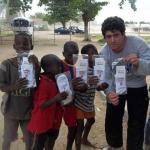 ¿Quién llevó a los niños descalzos de Angola la campaña contra Clarín?
