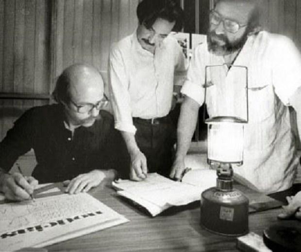 Oscar smoje, Paco Urondo y Gelman en la redacción de Noticias (1973)