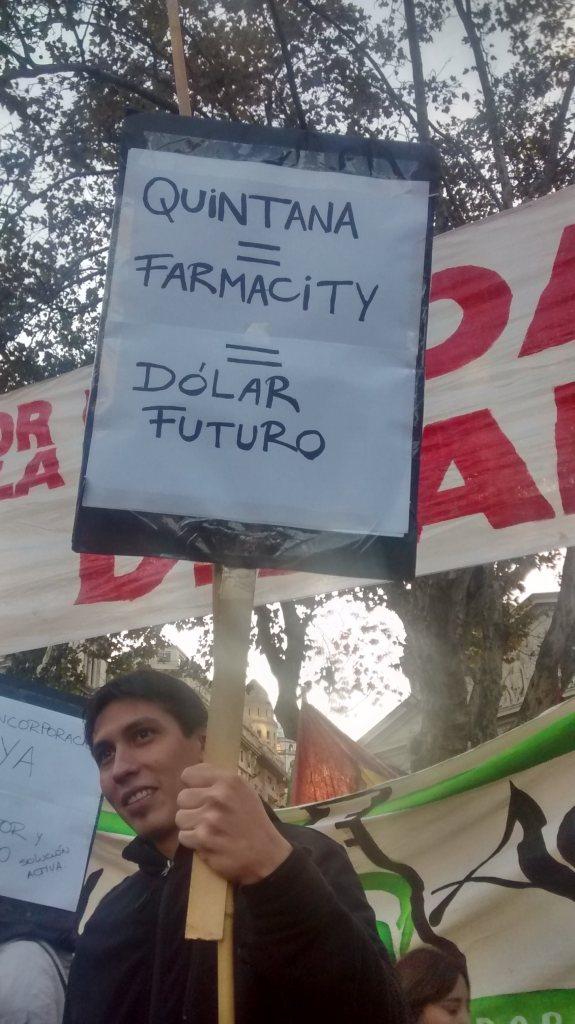 Denuncian a Quintana el Día de los Trabajadores en Plaza de Mayo.