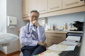 Doctor en medicina alternativa
