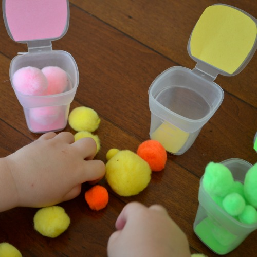 Pom pom activity for toddlers and preschoolers - color drop busy bag!