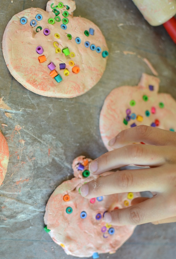 clay pumpkin Halloween craft - quick and easy craft for kids!