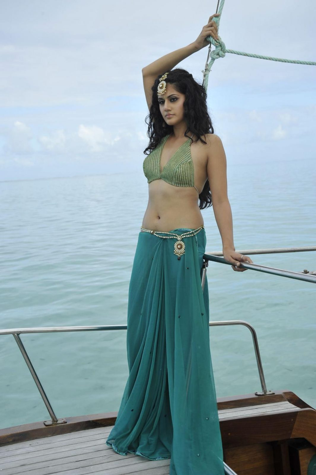 All Bollywood Girl Wallpaper Tapsee Hot And Spicy Photo Gallery