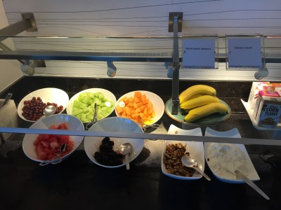 dfw dallas centurion lounge american express review food