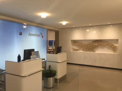 american airlines admirals club Chicago ord ariport lounge review concourse G terminal