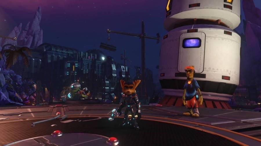 Ratchet & Clank - Bild 4 - Links von Ratchet wacht Mr. Zurkon auf Schritt und Tritt