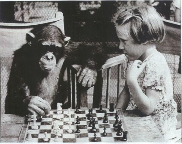 Scimmia e bimba per poesie Locatelli