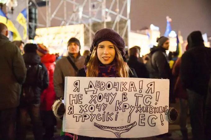 devochka_krughevnye_trusiki_i_es_2