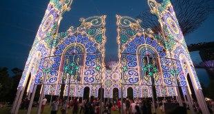 Christmas Wonderland Gardens by the Bay Italian Luminaries by Paulicelli Illuminations International Light Structures