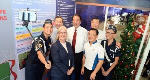 Mr Teo Chee Hean Mr Lui Chong Chee Ms Angela Hunter Mr Seah Kian Peng Professor Ho Yew Kee Cadets of The Boys Brigade