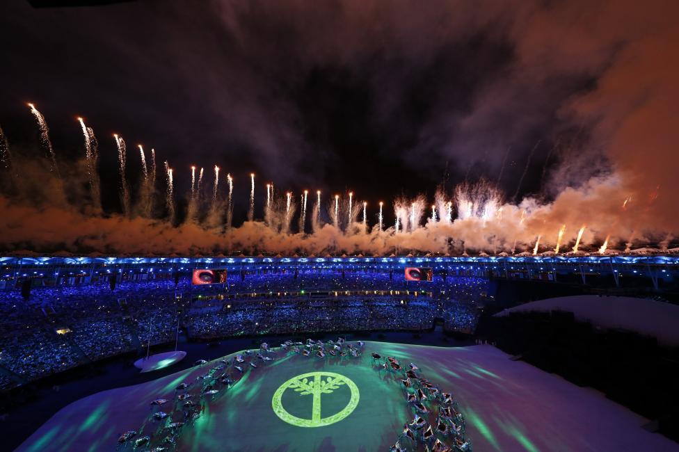 Fireworks explode. REUTERS/Fabrizio Bensch