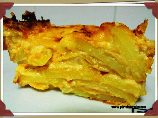 Lasagna de patata, manzana y salsa de quesos