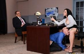 fotos Jayden Jaymes follando en el trabajo escondida del jefe