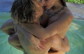 fotos Jovencitos enamorados follando en la piscina