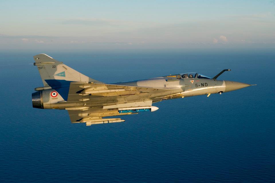 Mirage 2000C équipé de bombes d'exercice