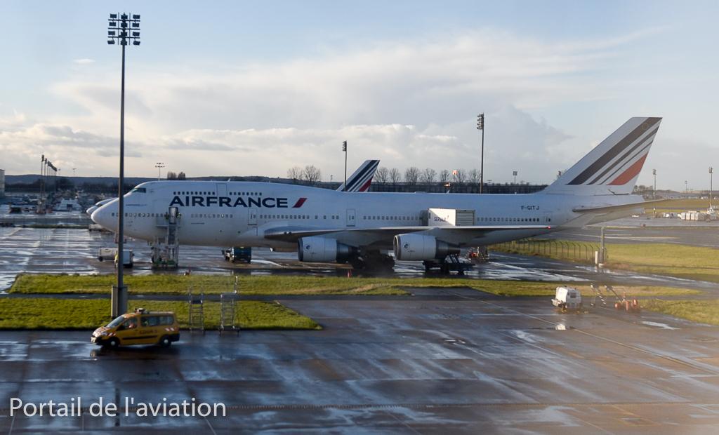 A l'arrivée au hangar Air France Industries, un deuxième B747 nous attends, F-GITJ qui avait effectué le vol AF744 quelques heures plus tôt.