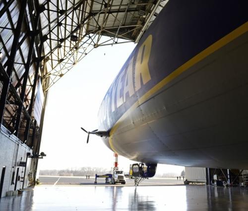 Goodyear NT2 dans son hangar Crédit: David Dermer, Special to the Akron Beacon Journal