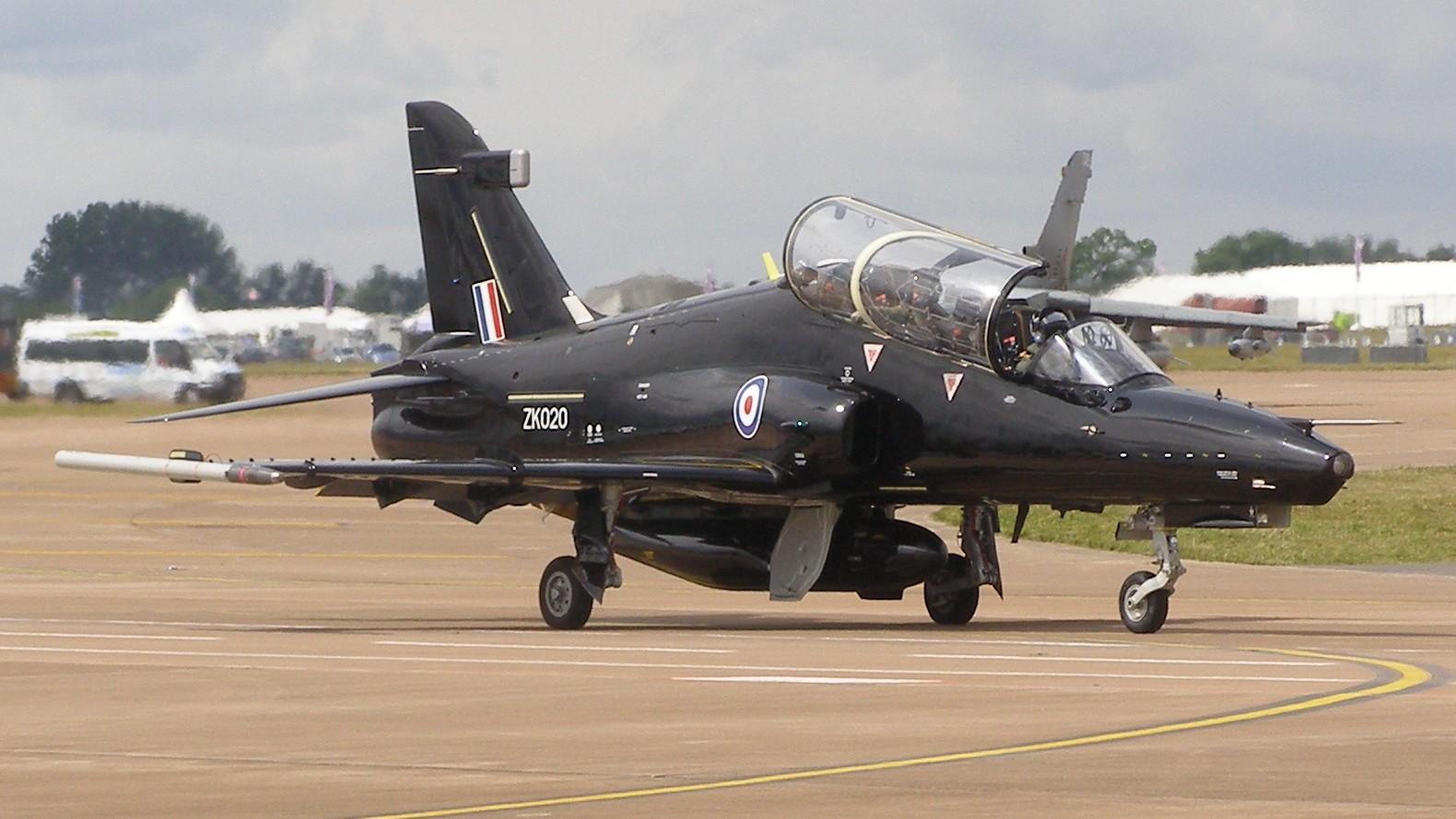 Le Hawk T2/128 est l'ultime évolution du Hawk britannique, l'un des meilleurs appareils d'entrainement avancé du monde, ainsi que l'un des plus répandu. Bien qu'il équipe déjà l'US Navy, dans une version spécifique, le Hawk n'a pas pu participer au concours T-X en raison de performances dynamiques insuffisantes (Photo MilborneOne-Wikimedia)
