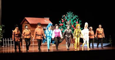 Presentan la obra Pedro y el Lobo ante 400 alumnos de preescolar y primaria