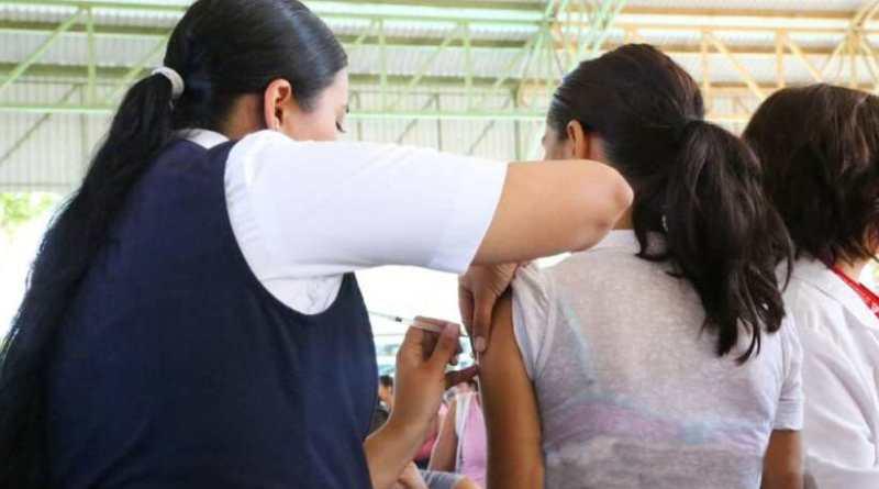 thumbnail_Salud-Aplican-vacunas