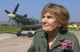 92-year-old WW2 veteran flies Spitfire again – BBC News