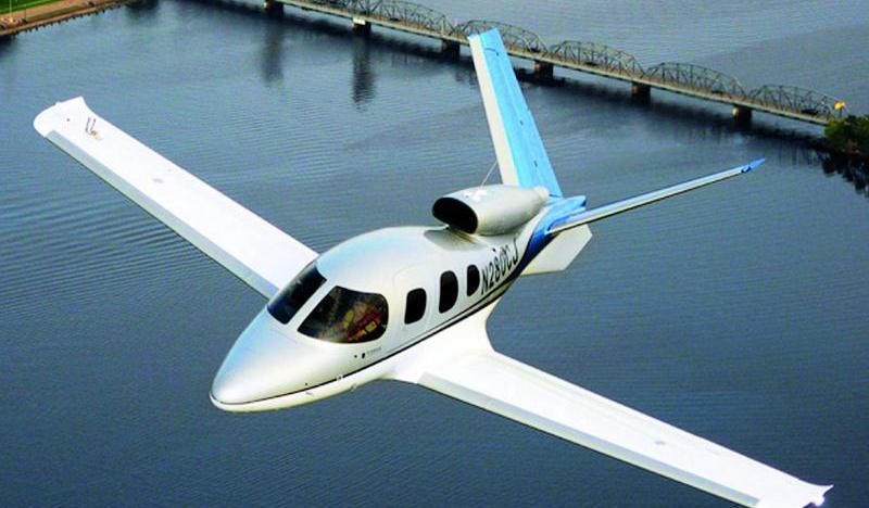 FAA certifica o Cirrus Vision Jet SF50