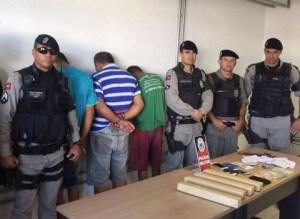 Grupo de traficantes é preso com 4 kg de maconha e 2 mil reais em churrascaria