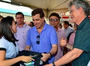 Ricardo inaugura escola e rodovia massificando Gervásio e gera especulações
