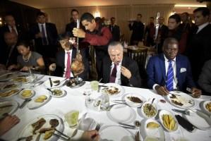 Temer vai a churrascaria em Brasília com ministros e embaixadores