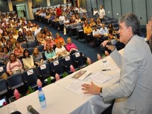 Ricardo garante que gestão pactuada beneficia trabalhadores e melhora manutenção das escolas