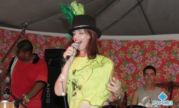 Luciana Moraes, que interpretou Uma Bem Gelada, de Pinda, e obteve a maior pontuação da noite. (Foto: Dênis Silva/PortalR3)