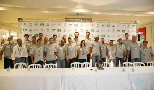 VÍDEO: São José apresenta elenco e recebe troféu do NBB6