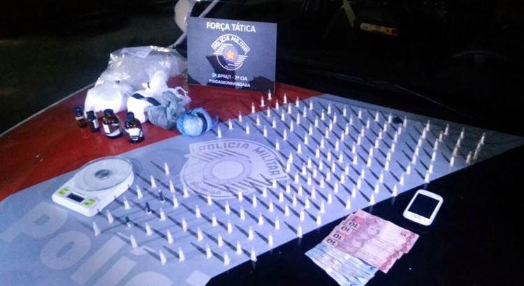Após denúncia anônima, casal é apreendido com drogas em Pinda